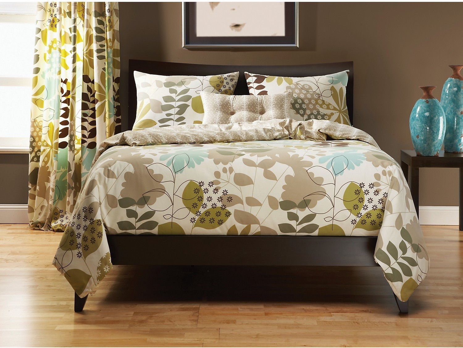 Accent and Occasional Furniture - English Garden 4 Piece Queen Duvet Cover Set