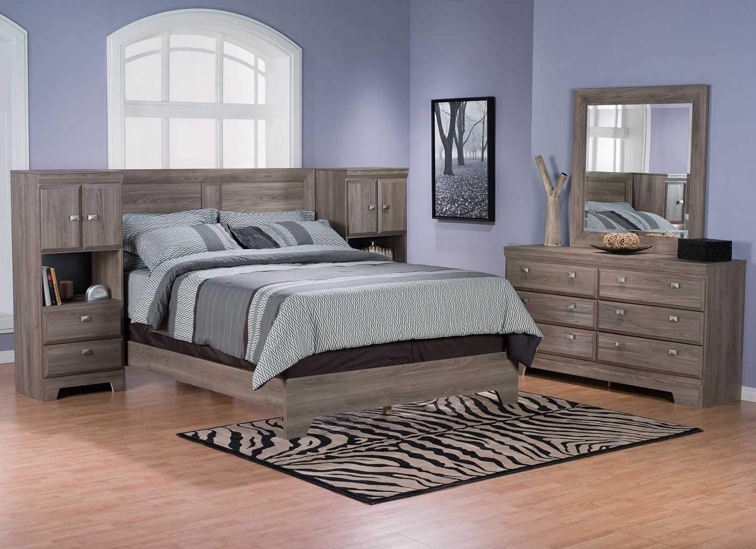 Yorkdale Light 5-Piece Queen Pier Bedroom Package