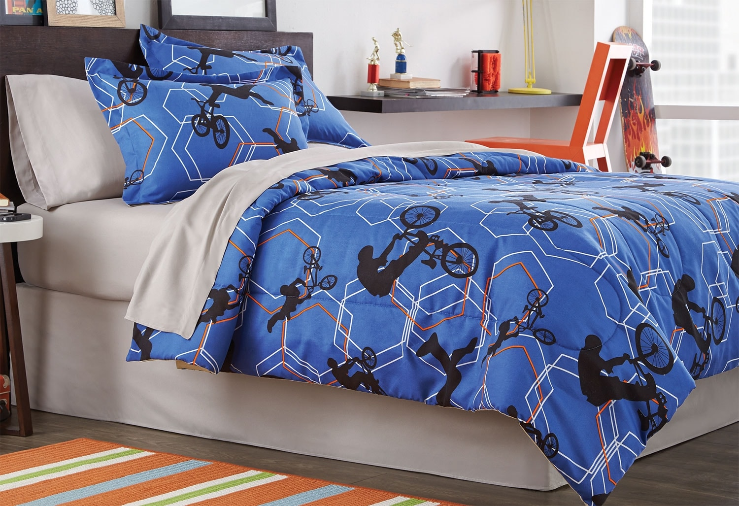 Mattresses and Bedding - Xtreme 8-Piece Full Comforter Set