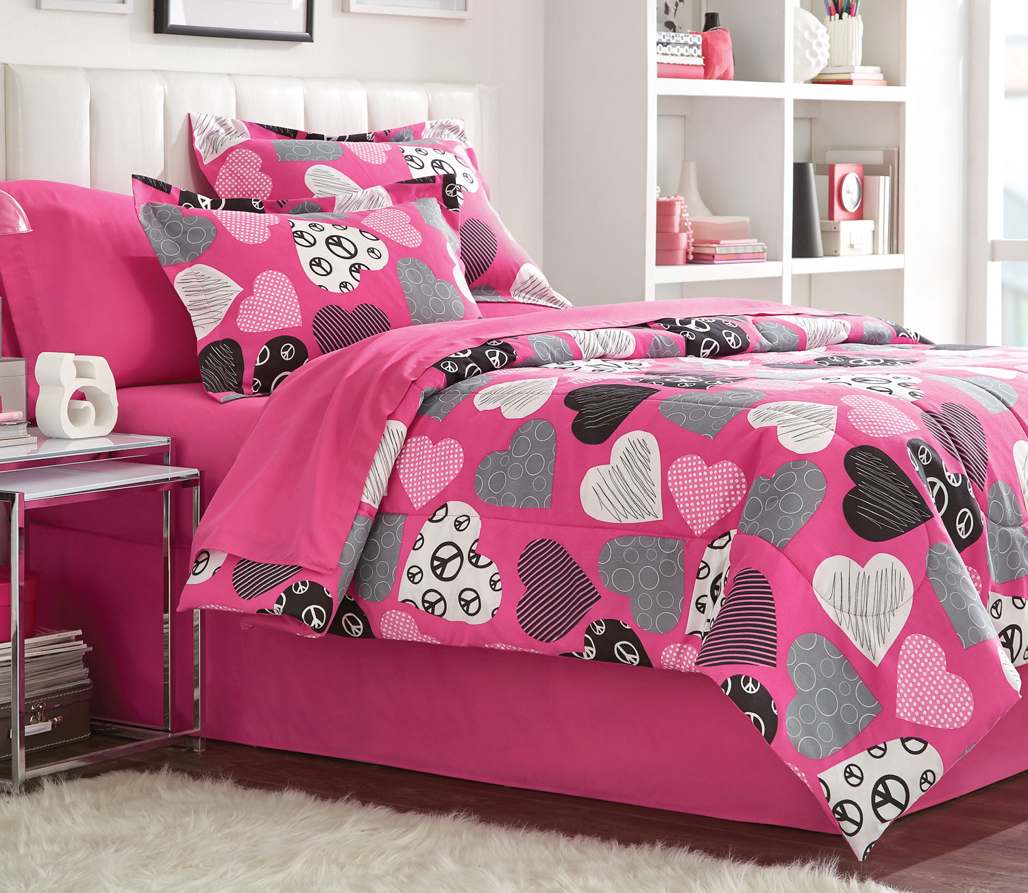 Mattresses and Bedding - Hearts 8-Piece Full Comforter Set