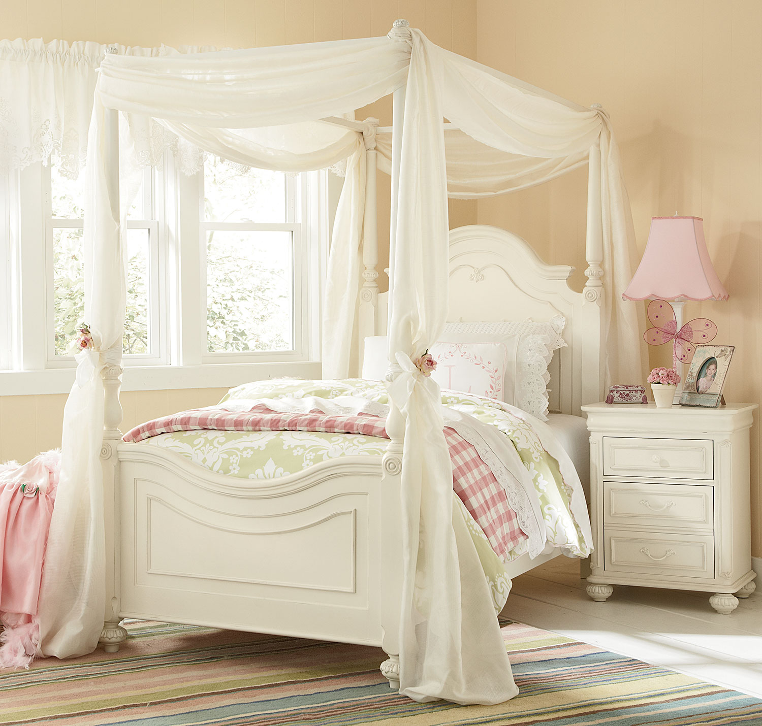 amber twin canopy bed  antique white  leon's - click to change image