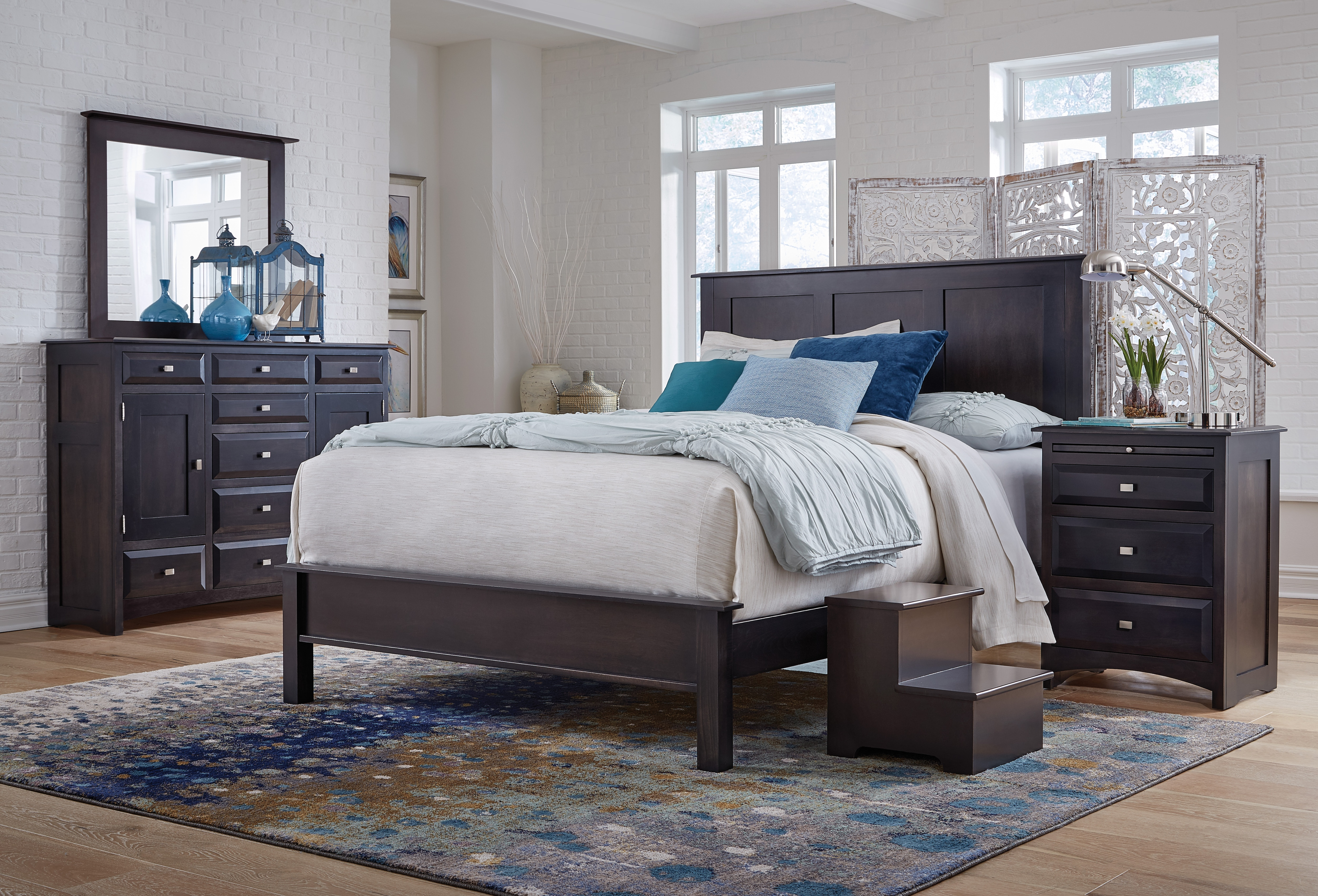 Simplicity II 4pc King Panel Bed Set