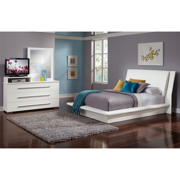 Furniture Sales Clearance: Dimora White 5 Pc. Queen Bedroom